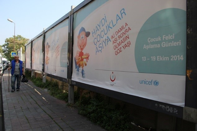 Advertisments on the streets of Istabul promote a Polio Vaccination campaign for children, run by UNICEF Turkey and the Ministry of Health. @UNICEF/Turkey 2014/Yurtsever