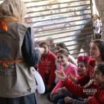 فرق جوالة من المتطوعين تجلب الفرح للأطفال المتأثرين بالنزاع في محافظة حمص السورية