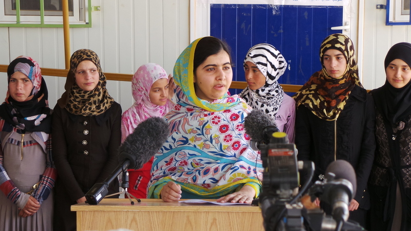 Malala speaks to the press in Azraq camp