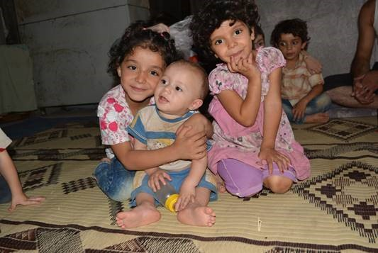 Naeema (left), her sister (right) and their baby cousin. ©UNICEF Syria/2015/Basma Ourfali