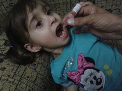 ©UNICEF/ Syria 2015/ Khaled*- A little girl receiving vaccination against Polio at her home in Al- Balmees village in Gisr Al- Shoghoor.