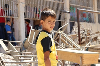 © UNICEF/UN029871/Al-Issa A boy from the al-Hamadaniyah neighbourhood in Aleppo, Syria.