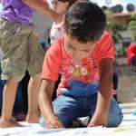 يعود الأطفال في سوريا للتعلم، في حين يبقى العديد عالقين بين خطوط النزاع