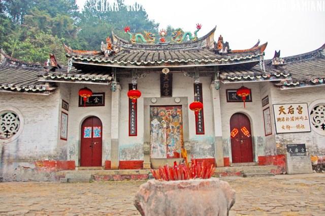 tulou-temple-2