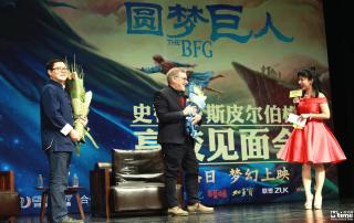 Spielberg at Tsinghua University after an onstage conversation with Chinese film critic Raymond Zhou (Courtesy Mtime)