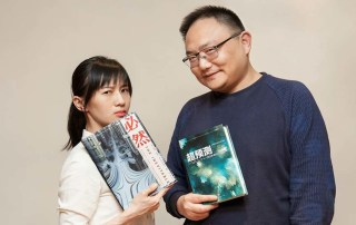 Papi Jiang (left) and Luo Zhenyu pose for a photo. @luojisiwei from Weibo