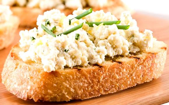 Ricota: substitua a manteiga, a margarina e os queijos amarelos