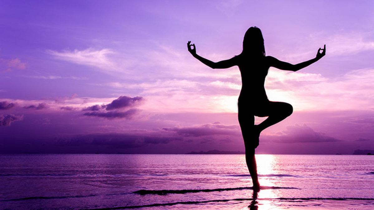 Yoga trabalha mente, corpo e emoções