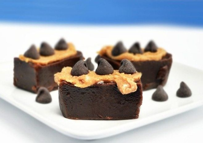 Chocolate peanut butter fudge that is actually GOOD for you - no sugar, butter, or corn syrup needed! http://chocolatecoveredkatie.com/2011/06/28/chocolate-peanut-butter-fudge/