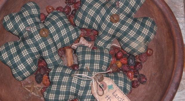 Primitive Shamrock Ornies
