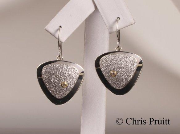 10-earring tri3