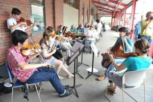 Students study jazz violin and improv outdoors