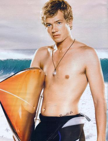 edward-speleers-shirtless-7