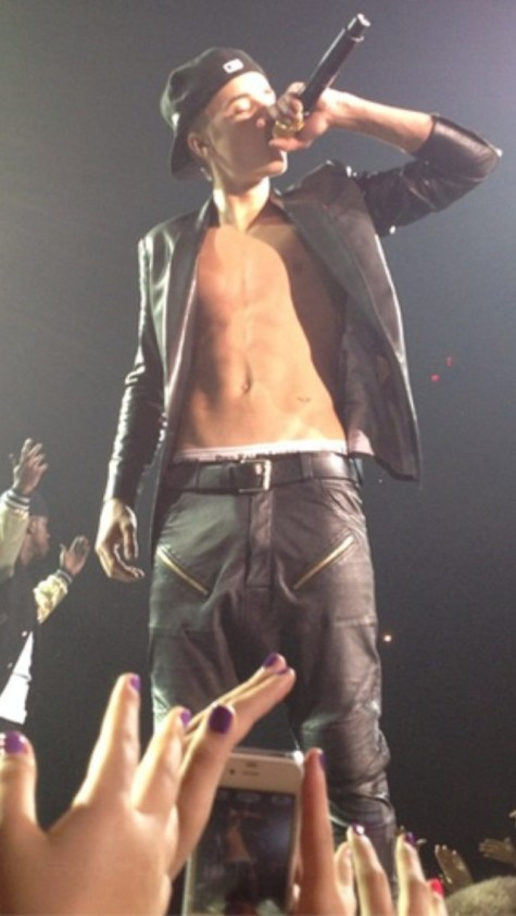 justin_bieber_shirtless6