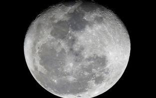 A Lua estará perto da Terra e mais brilhante