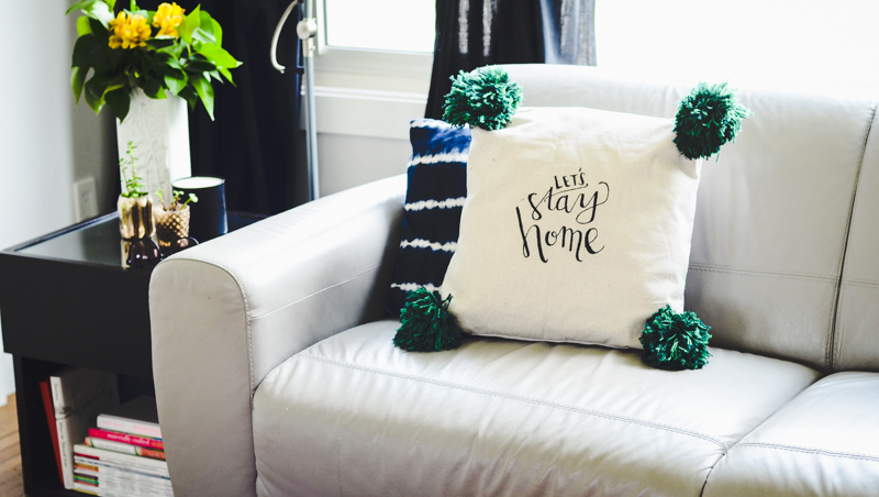 Make your own hand lettered giant pom pom pillow!