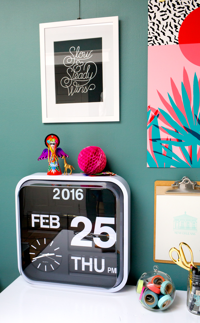 This large number flip clock adds a bold touch to any home office. Click through for more home office decor ideas!