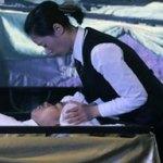 Impresa funeraria cinese fornisce massaggi ai defunti