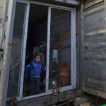 Le famiglie dei lavoratori migranti di Shanghai vivono nei container in disuso
