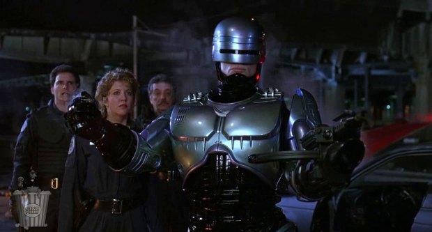 La figurita de acción de RoboCop incluye el brazo con diferentes armas.