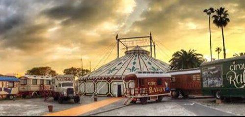 La carpa del Circo Raluy con carromatos