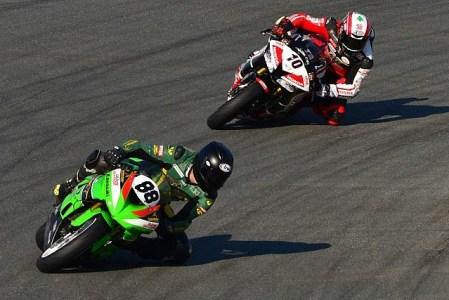 Abdulaziz Binladen leads Mahmoud Tannir in the UAE Sportbikes