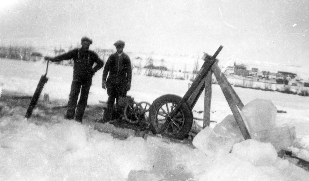 John Maksymuik (right) and Gorden McMullen (left) cutting ice on the North Saskatchewan River at Heinsburg in 1938. Image courtesy of Elsie Henderson.