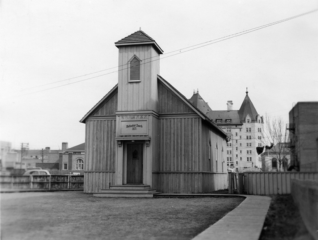 The original McDougall United Church with the Macdonald Hotel in the background. City of Edmonton Archives, EA-10-380.