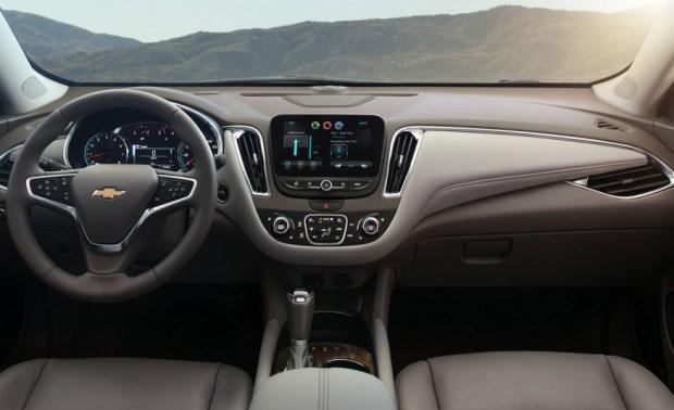2016-Chevrolet-Malibu-2.0T-108-876x535