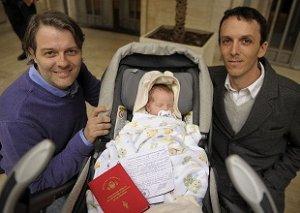 09. Argentina: Se realizó en Buenos Aires la inscripción de la primer co-paternidad igualitaria en el mundo