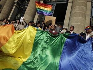 13. México: Corte de justicia declara constitucional el matrimonio gay con derecho a adopción