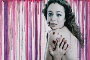 13. España: Exposición pictórica sobre la violencia de género