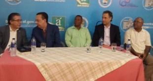 Valdez Albizu junto a dirigentes del CDP