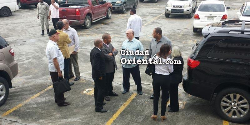 Hipólito Mejía entra al despacho de la Fiscal Olga Diná Llaverías