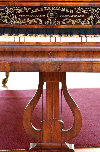 1846-Streicher-kbd-&-lyre-A-copy