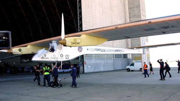 Solar-Impulse-Rolling-Away120PS