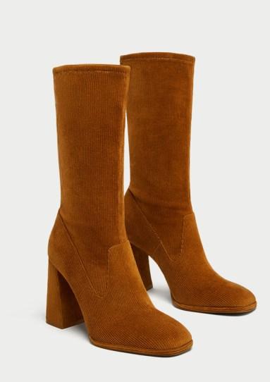 Botines de pana de tacón alto (9,5cm) de color marrón y punta cuadrada (49,95€)