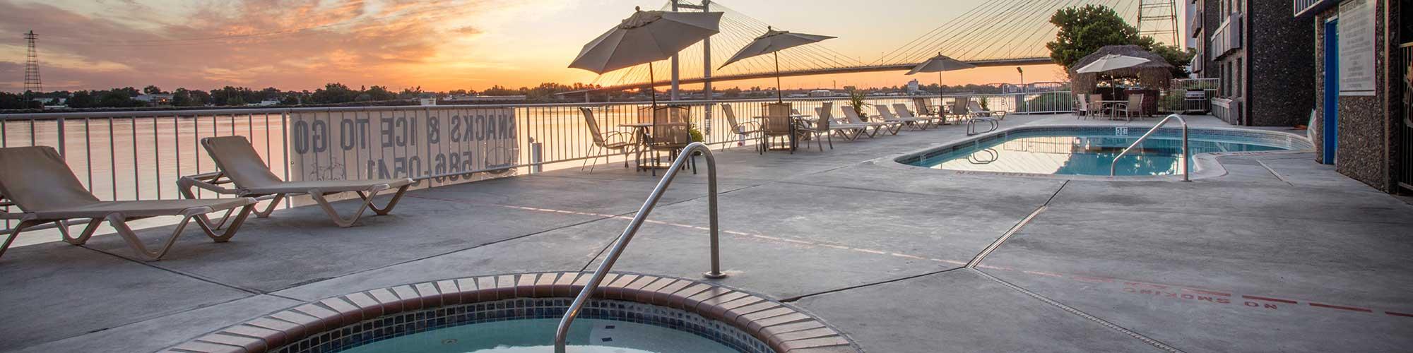 Clover Island Inn hot tub