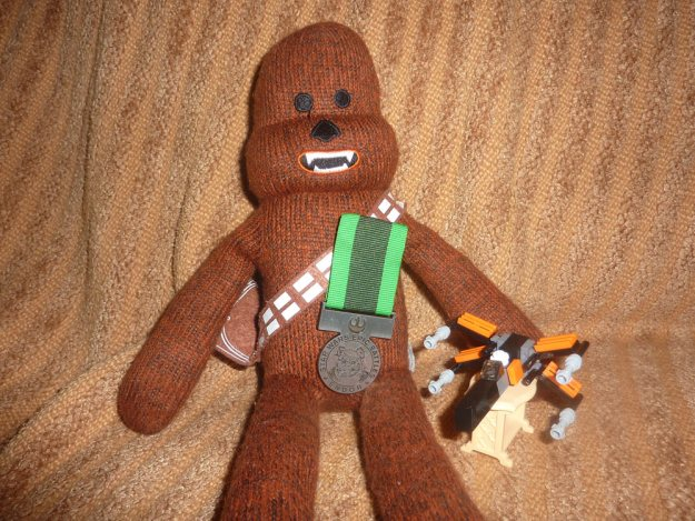 Unboxing Star Wars 11/21/15 Chewie with medal