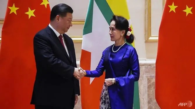 Chinese President Xi Jinping is on visit aimed at buttressing the government of Aung San Suu Kyi (R)