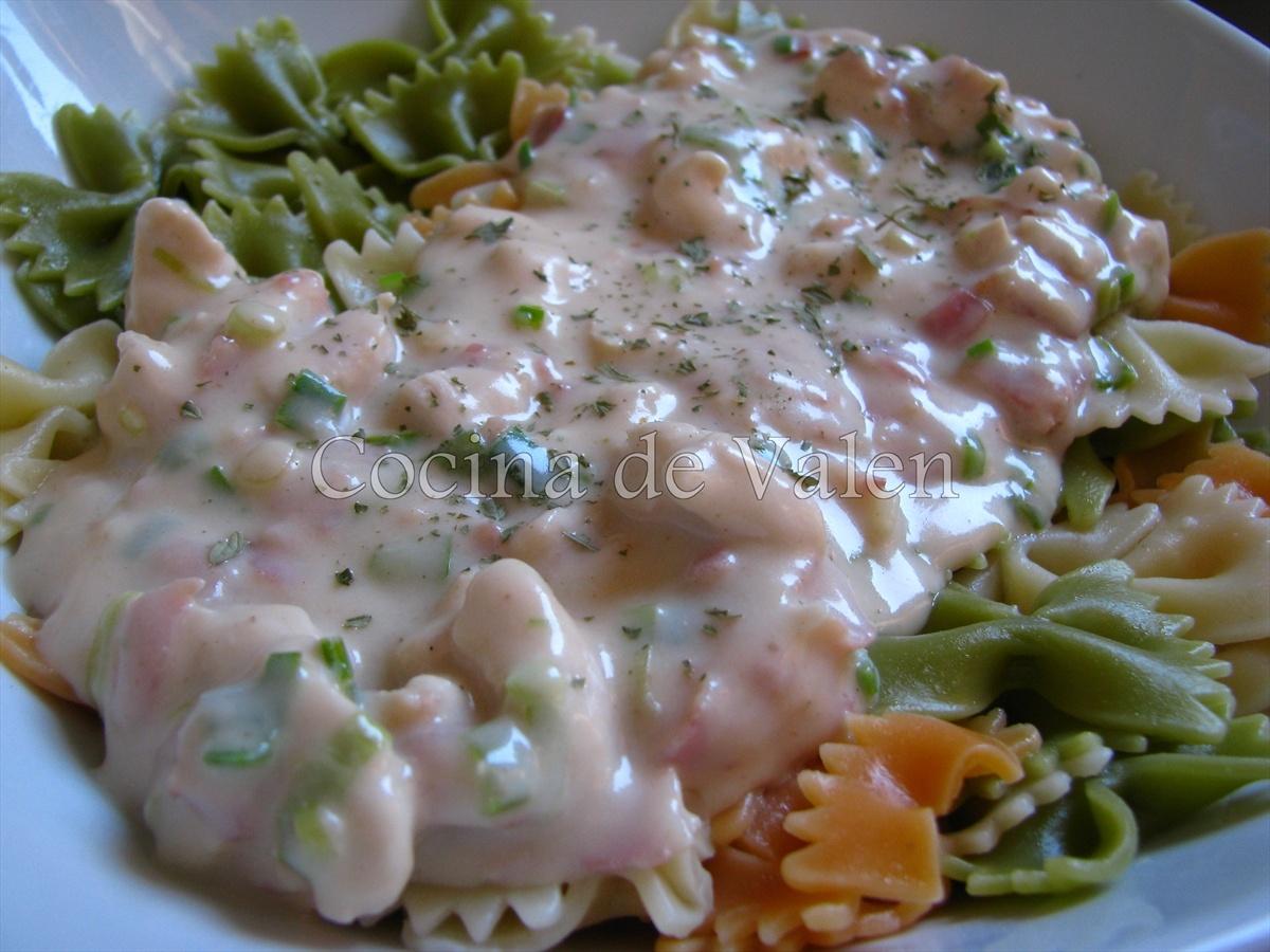 Lazos de pasta en salsa blanca de pollo y bacon cocina de valen - Como se hace pollo en salsa ...