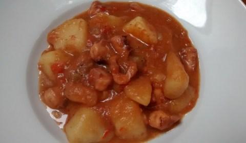 Patatas-guisadas-con-rejos-de-poton