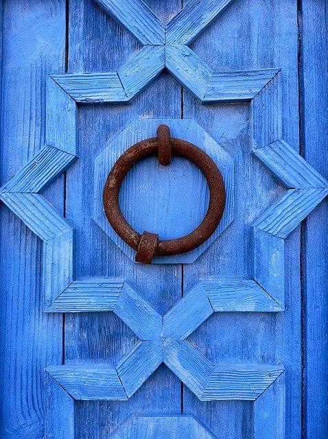 blue-door-moroccan-cococozy