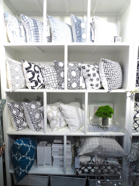 COCOCOZY Light pillows on white shelves