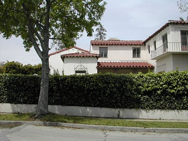 Side view of a Cheviot Hills home prior to remodeling