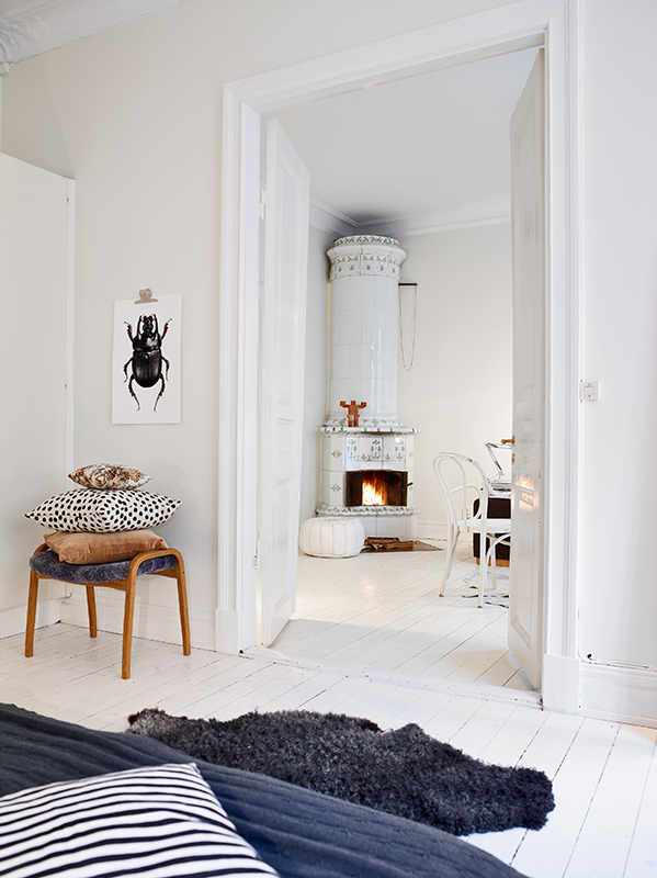 Cozy White Home With A Fireplace COCO LAPINE DESIGNCOCO