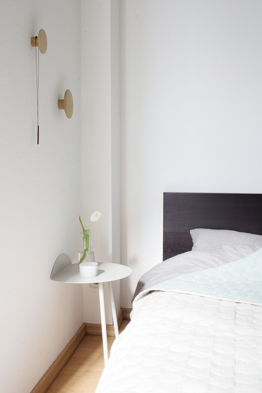 Exceptionnel ... Yeh Wall Table Next To My Bed   Via Cocolapinedesign.com ...
