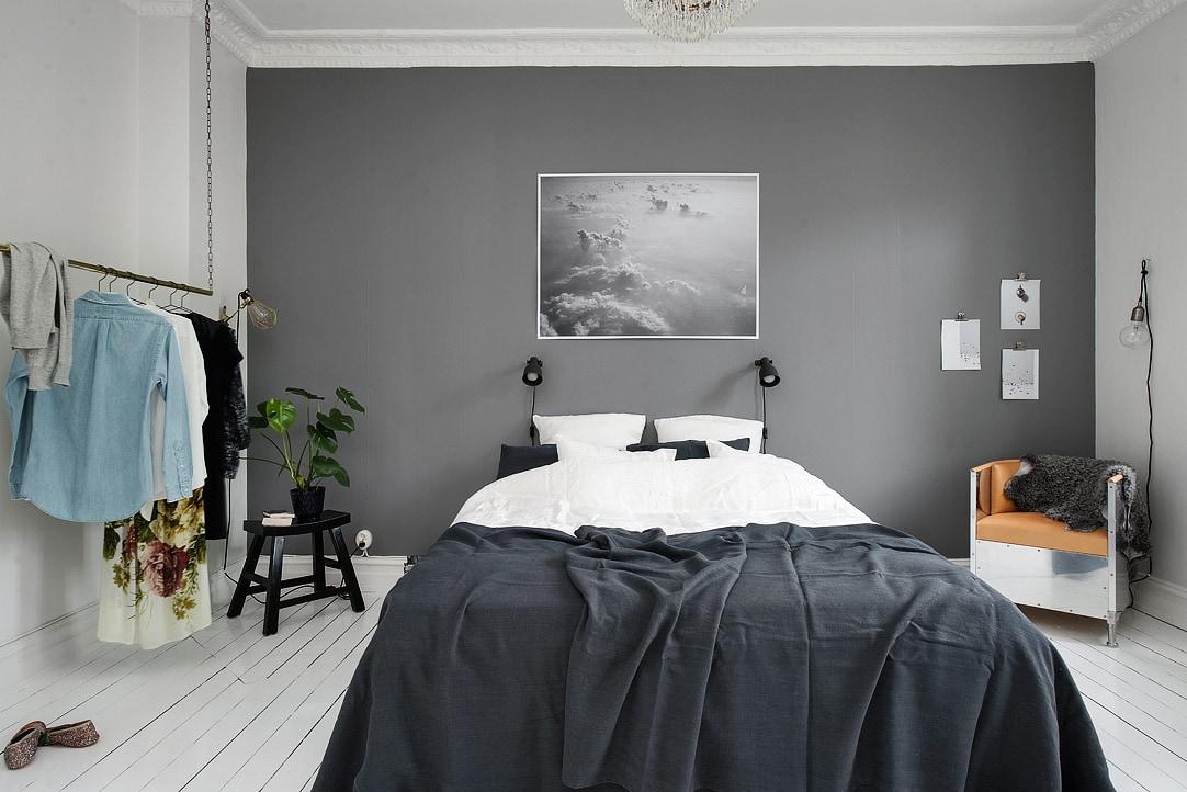 Bedroom with a grey wall via
