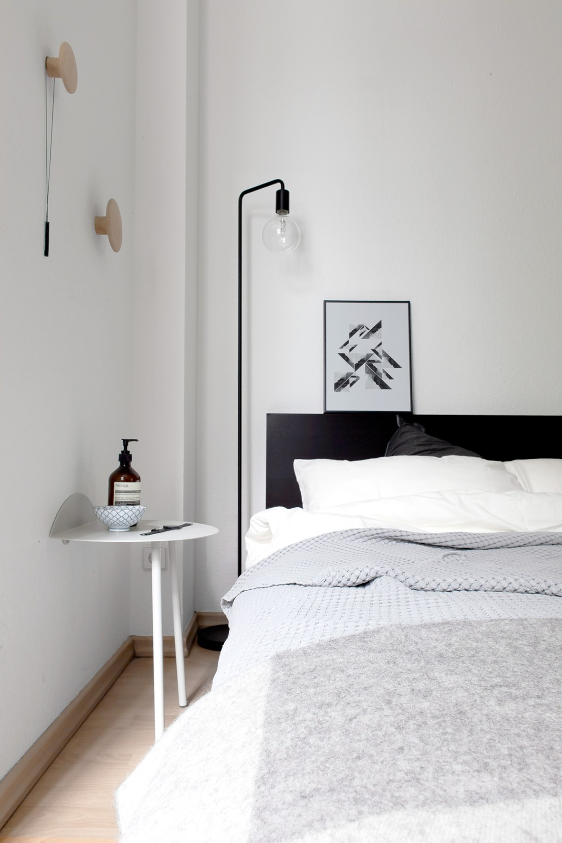 Sunny and light bedroom - via cocolapinedesign.com