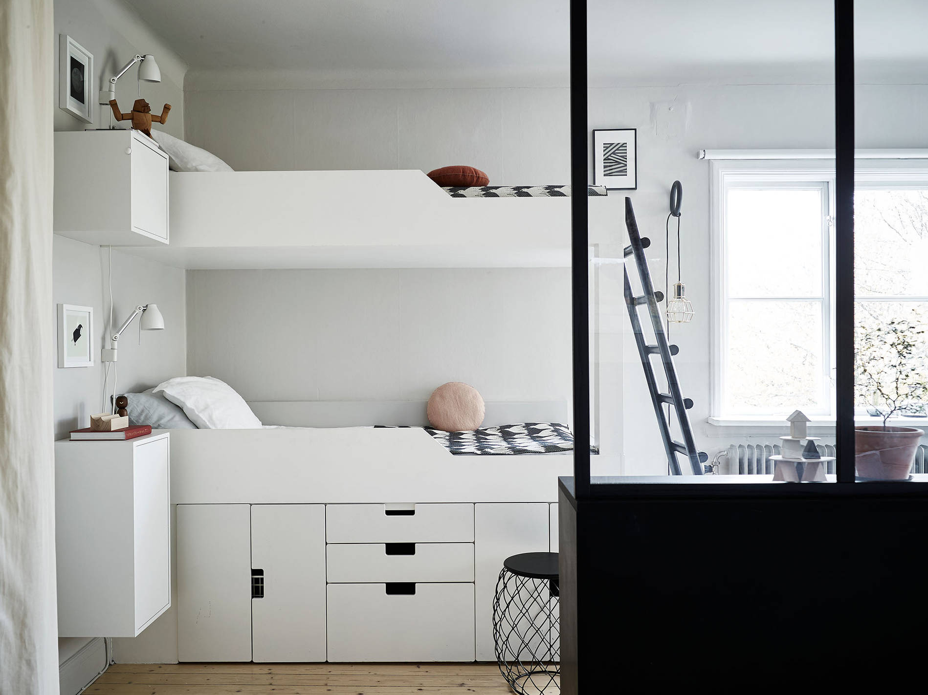 interieur kids gedeelde kinderkamer inrichten tips. Black Bedroom Furniture Sets. Home Design Ideas